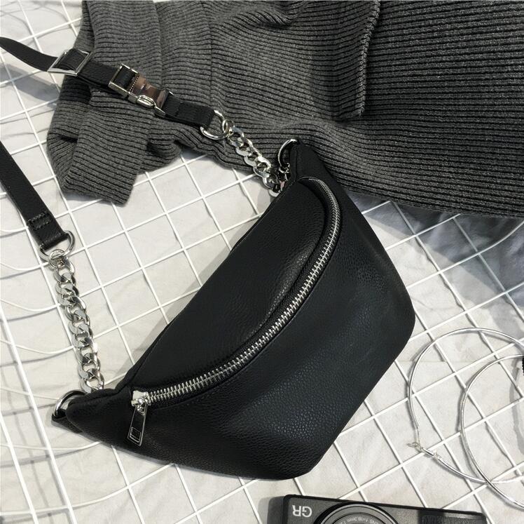 04b3aab97 Bolsa Pochete Feminina em Couro Branca e Preta - Bolsas Divertidas