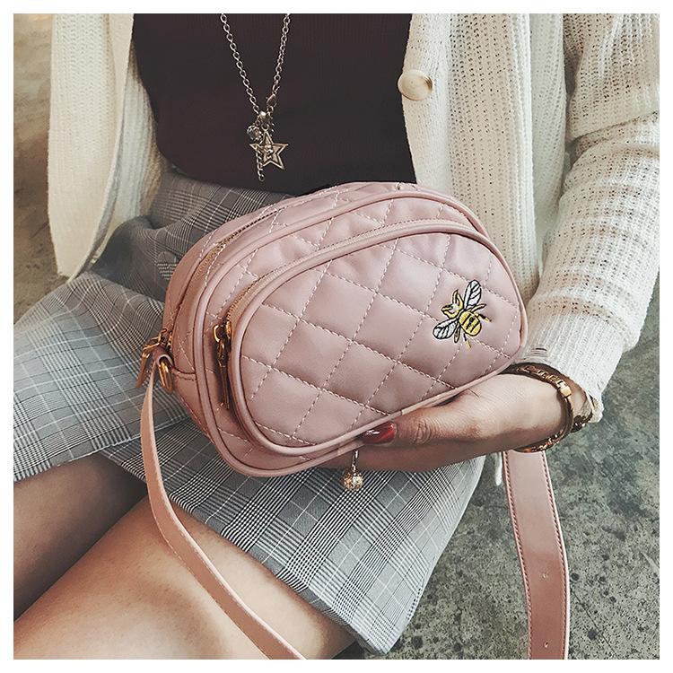 Bolsa y Pochete de Cintura Matelassê Bordado Abeja Rosa, Pochetes femeninos 2018